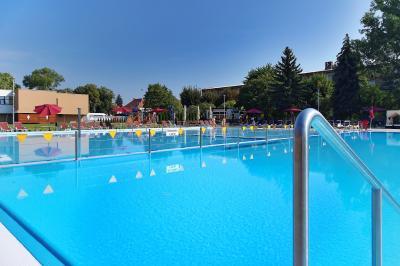 sport center Koupaliště Dobrák image