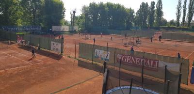 sport center Tenisový areál Kraví hora image